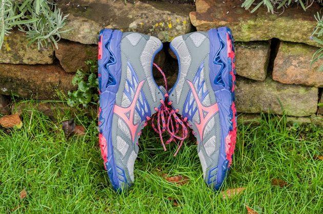 Trailové běžecké boty Mizuno Wave Mujin 4 G-TX: pohled zboku.