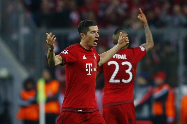 Robert Lewandowski vstřelil druhý gól Bayernu Mnichov do sítě Jana Oblaka.