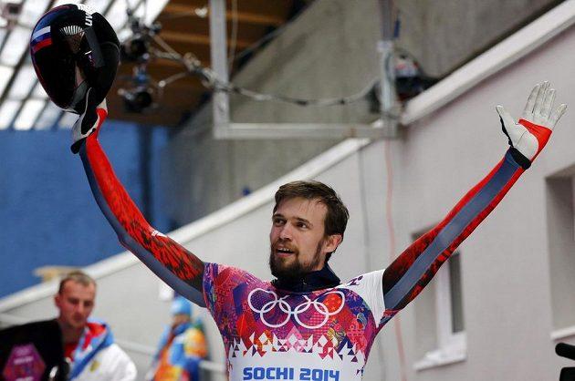Rus Alexander Treťjakov zvládl nejlépe první polovinu soutěže skeletonistů.