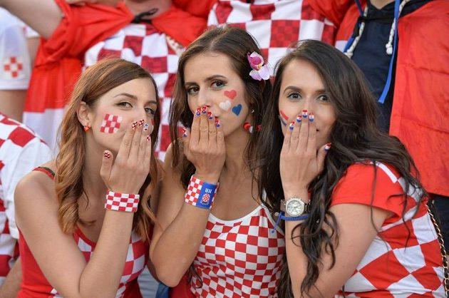 Chorvatské fanynky posílají polibky.