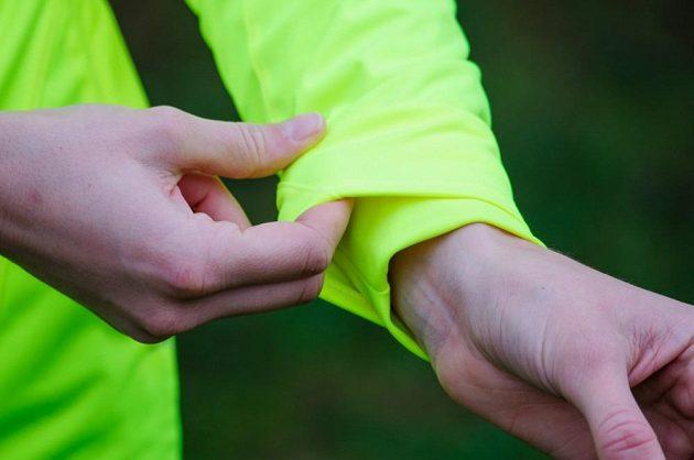 Běžecká bunda Mizuno Alpha Softshell Jacket - praktické zateplení rukávů.