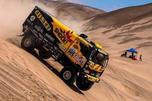 Martin Macík s kamiónem Liaz na trati páté etapy Rallye Dakar.