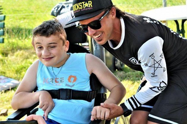 Freestylová akce bratrů Podmolových pomohla handicapovanému Davídkovi.