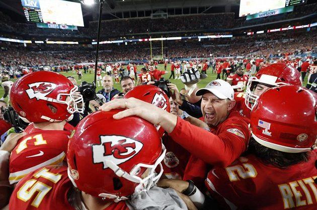 Kansas City Chiefs se radují z triumfu v Super Bowlu.