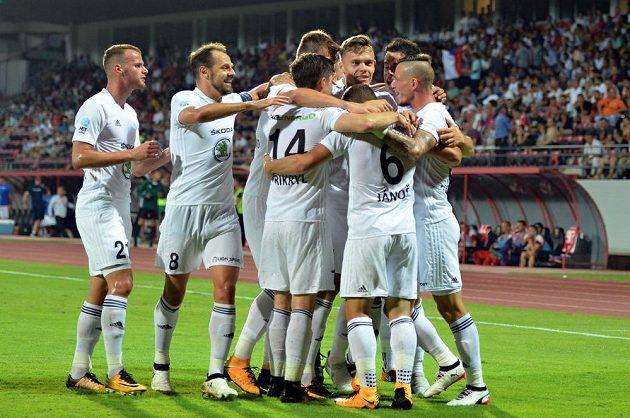 Radost hráčů Boleslavi z prvního gólu.
