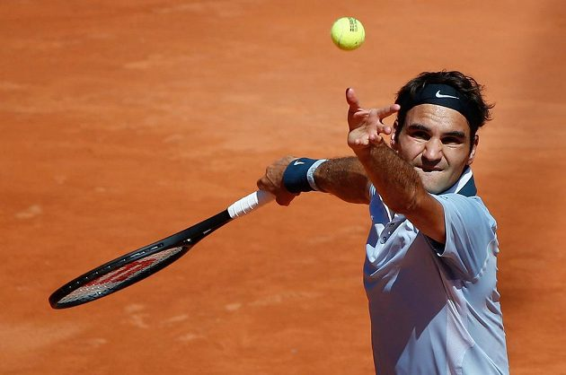 Švýcarský tenista Roger Federer prohrál na turnaji v Hamburku s Argentincem Delbonisem.