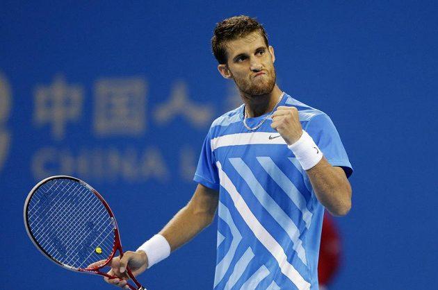 Slovenský tenista Martin Kližan vyřadil v Pekingu Rafaela Nadala a v sobotním semifinále se utká s Tomášem Berdychem.