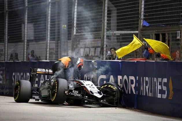 Zničený vůz Nika Hülkenberga ze stáje Force India.