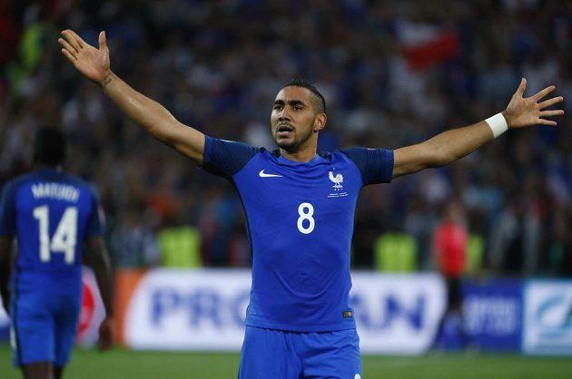Dimitri Payet jásá po druhém gólu Francie proti Albánii.