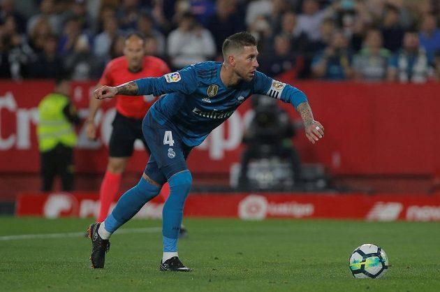Stoper Realu Madrid Sergio Ramos v Seville první pokutový kop neproměnil. Zápas španělské ligy se mu nepovedl.