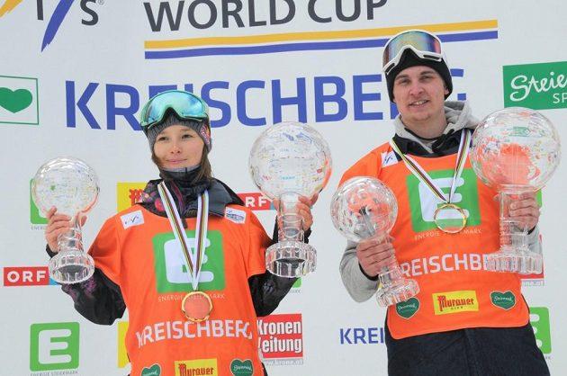 Šárka Pančochová a Švéd Hedberg, vítězové Světového poháru i disciplíny slopestyle.