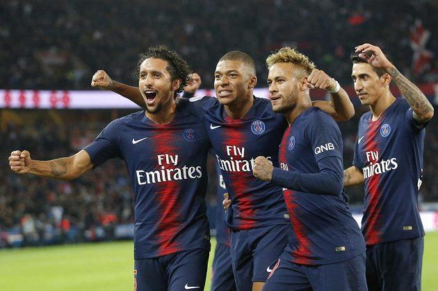 Fotbalisté PSG slaví vysokou výhru nad Lyonem 5:0. Kylian Mbappé se trefil hned čtyřikrát.