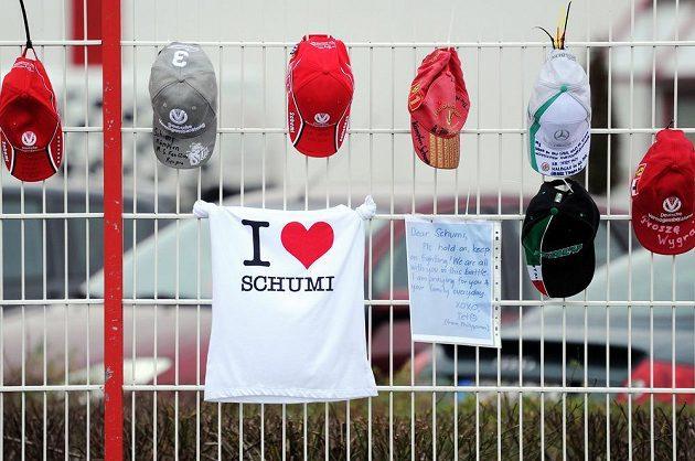 Nejen rodina se modlí za Schumacherovo uzdravení...