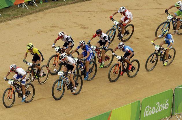 Kateřina Nash (vlevo) na prvním místě olympijského závodu.