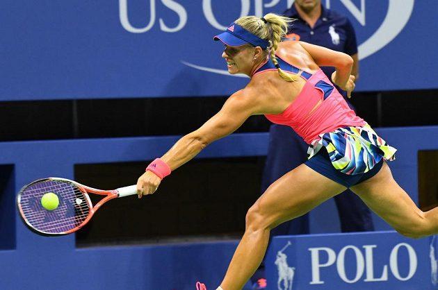 Němka Angelique Kerberová během osmifinálového utkání US Open s Petrou Kvitovou.