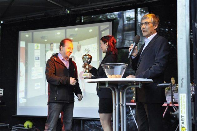 Golden Tour není jen o fotbalu, s ligou jsou spjaté také společenské večery včetně vyhlášení nejlepších účastníků.