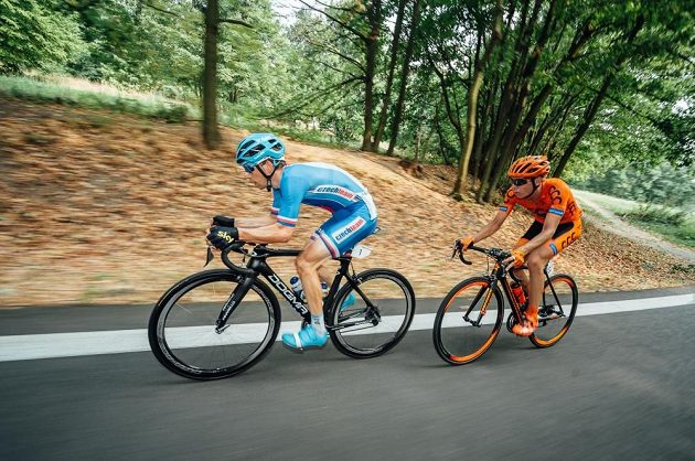 Leopold König (vlevo) a Jan Hirt na trati třetí etapy Czech Cycling Tour.