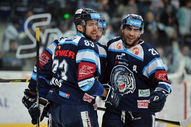 Z gólu se radují liberečtí útočníci zleva Martin Bakoš, Jaroslav Vlach a Petr Jelínek.