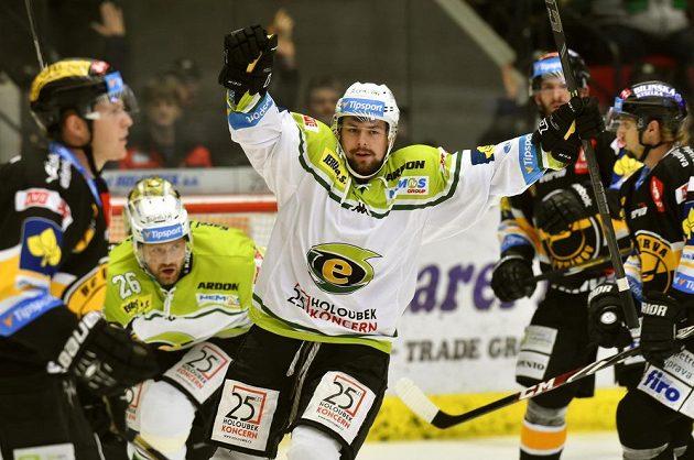 Karlovarský útočník Rostislav Marosz se raduje z gólu proti Litvínovu.