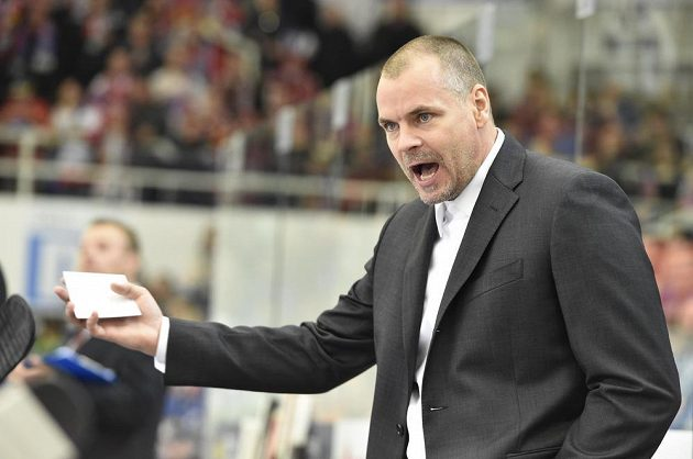 Pardubický trenér Richard Král během utkání v Brně.