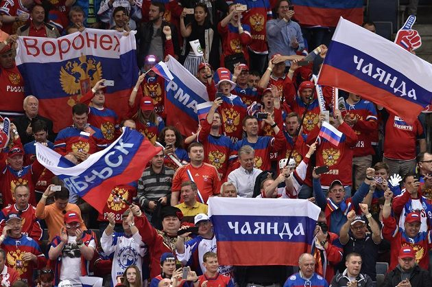Fanoušci Ruska během utkání semifinále s USA.
