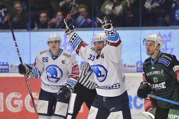 Střelec Adam Jánošík (uprostřed) se raduje z druhého gólu Plzně.