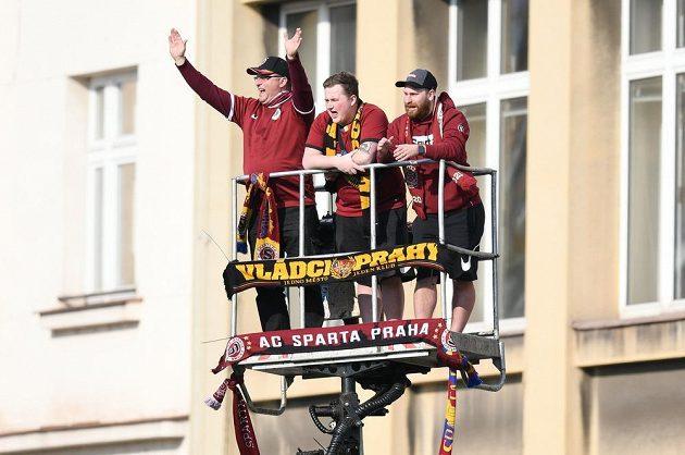Fanoušci Sparty si našli netradiční místo k sledování zápasu