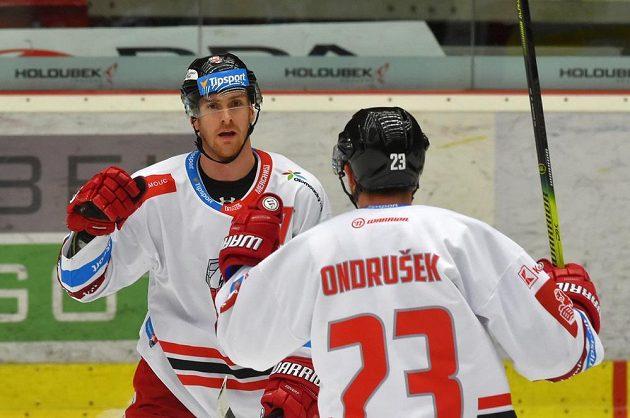 Lukáš Kucsera a Jiří Ondrušek z Olomouce se radují z gólu.