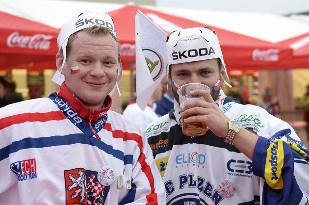 Čeští fanoušci před začátkem zápasu MS proti Švédsku.