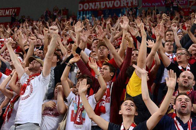 Fanoušci Bayernu Mnichov v pražském Edenu před utkáním Superpoháru s FC Chelsea.