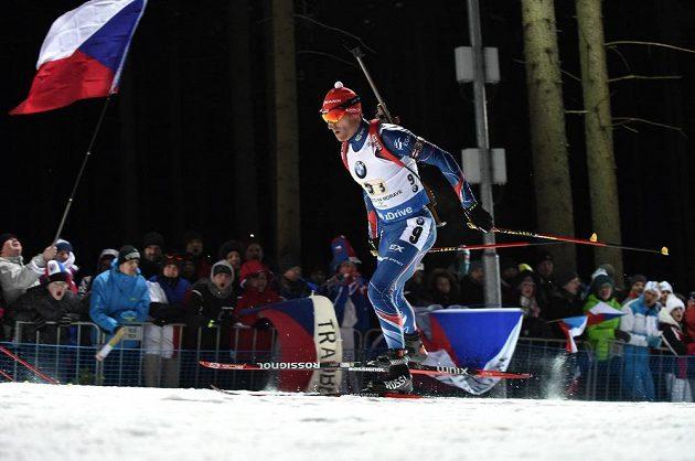 Michal Šlesingr hnán fanoušky v závodě smíšených štafet v Novém Městě na Moravě.