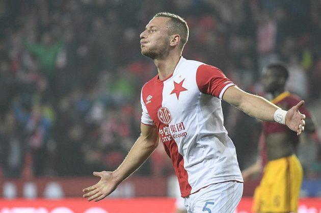 Slávista Vladimír Coufal se raduje z úvodního gólu proti Dukle.