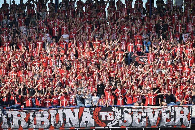 Fanoušci Slavie na Letné během zápasu se Spartou.