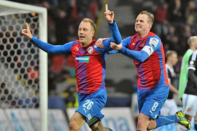 Daniel Kolář (vlevo) se s Davidem Limberským raduje ze svého gólu proti Českým Budějovicím.