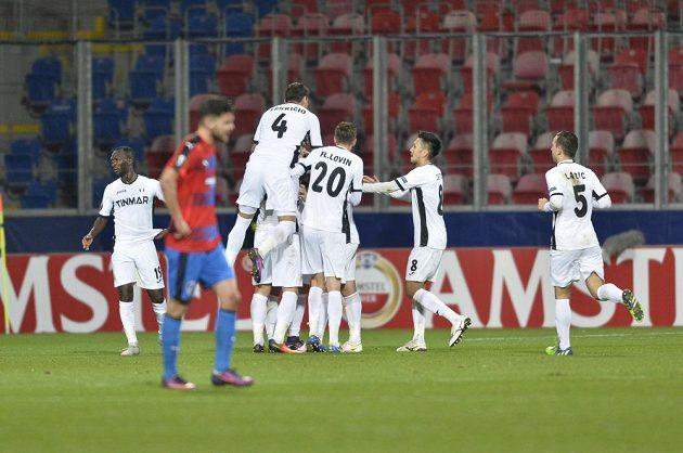 Radost hráčů Astry z gólu proti Plzni.