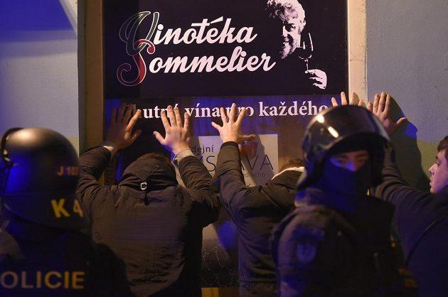 Policisté zadržují ve městě české fanoušky, kteří se dostali do konfliktu s příznivci Kosova.