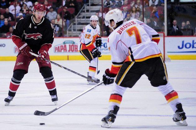 Martin Hanzal v utkání Phoenixu s Calgary.
