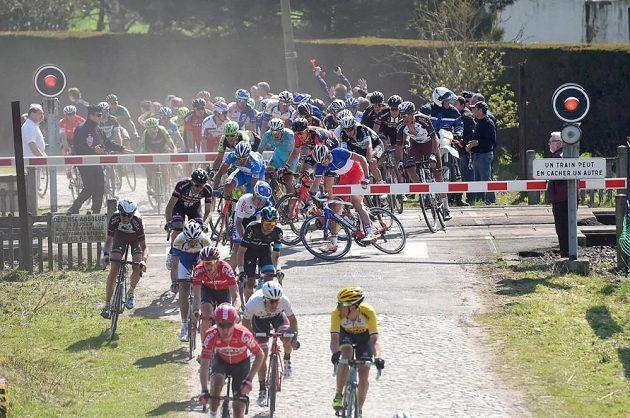Závora některým jezdcům zatarasila cestu.
