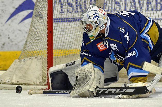 Brankář hokejového Kladna Lukáš Cikánek.