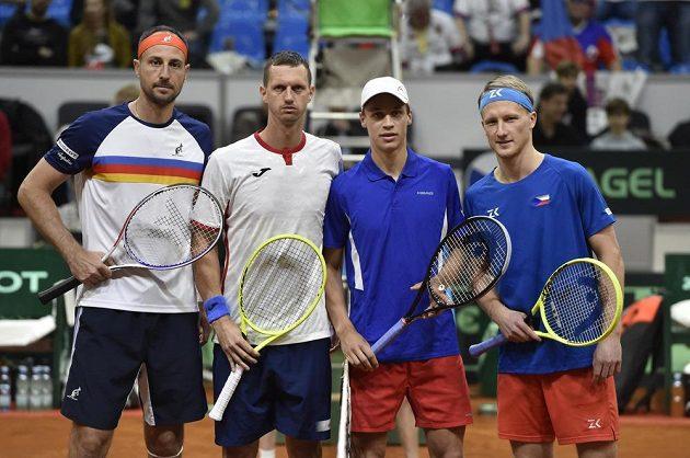Zleva Igor Zelenay a Filip Polášek ze Slovenska a čeští tenisté Jonáš Forejtek a Zdeněk Kolář.