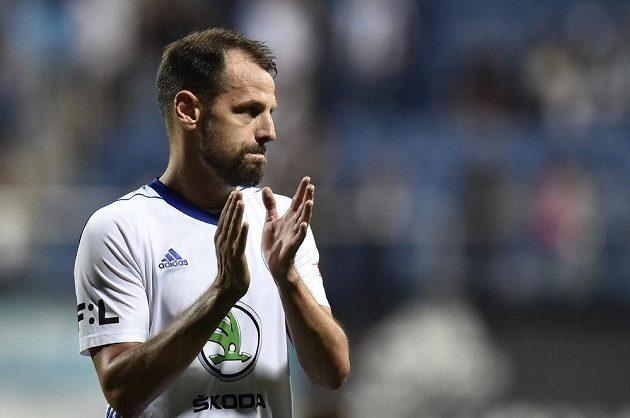 Zklamaný Marek Matějovský z Mladé Boleslavi po prohraném utkání děkuje fanouškům.
