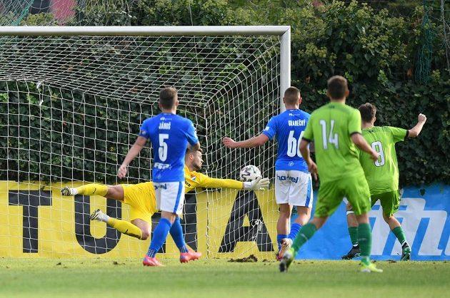 Vltavín dává gól proti Baníku.