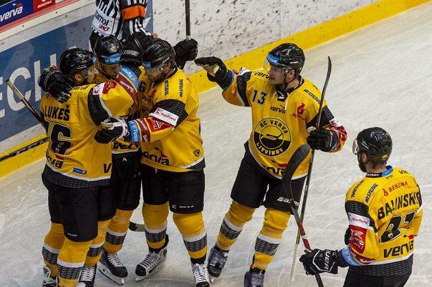 Hokejisté Litvínova se radují z gólu během utkání hokejového Poháru Generali České pojišťovny.