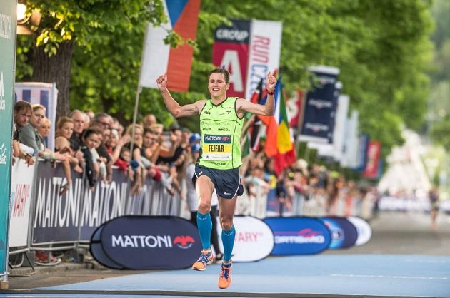 Ondřej Fejfar si zaběhl minulý víkend i půlmaratón v Karlových Varech.