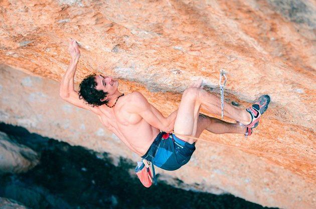 Adam Ondra v cestě Perfecto Mundo ve španělské oblasti Margalef.