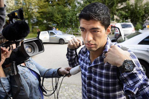 Luis Suárez přichází na jednání Sportovní arbitráže (CAS) v Lausanne.