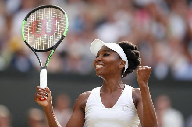Venus Williamsová slaví! Ve Wimbledonu bude usilovat už o šestý titul.