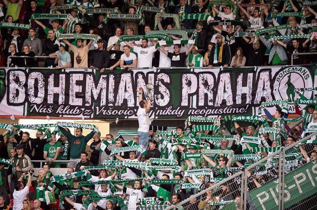 Fanoušci Bohemians Praha 1905 na stadiónu v Edenu.