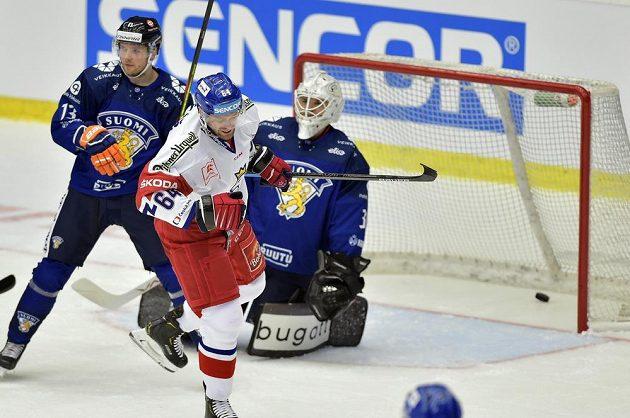 Jiří Sekáč se raduje z druhého českého gólu, který dal brankáři Finska Eetu Laurikainenovi.