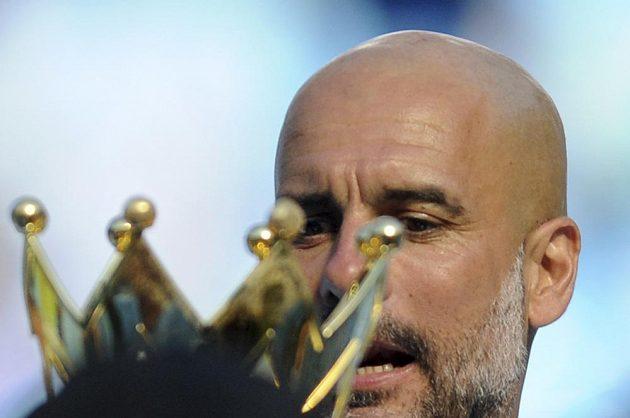 Trofej pro Pepa... Josep Guardiola dovedl Manchester City k titulu.